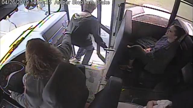 Munjevitim refleksima vozačica busa spasila je život dječaku