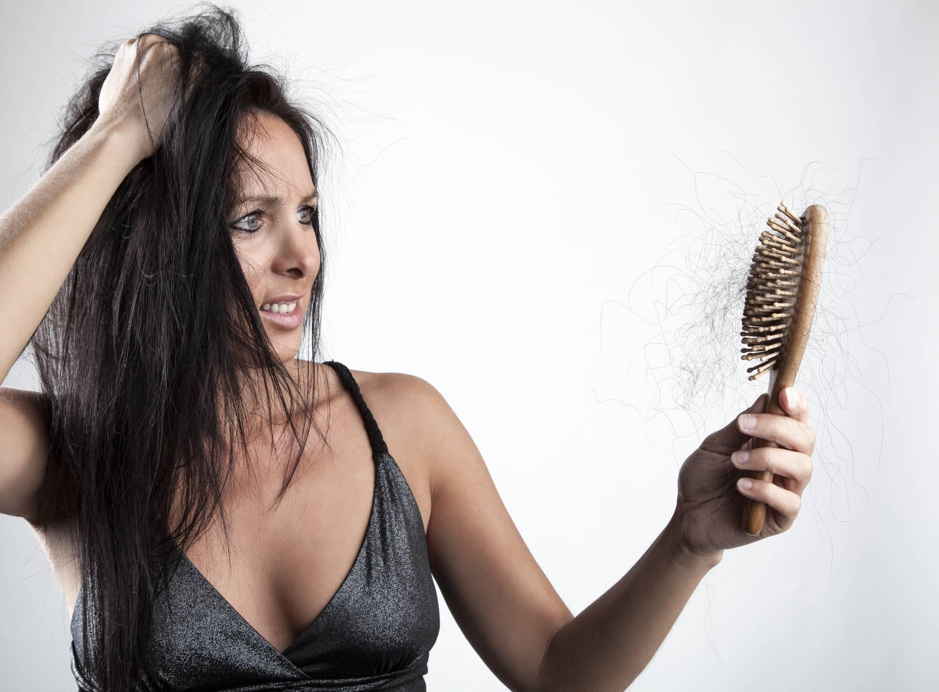 Stručnjaci donose razloge zbog kojih vam može ispadati kosa