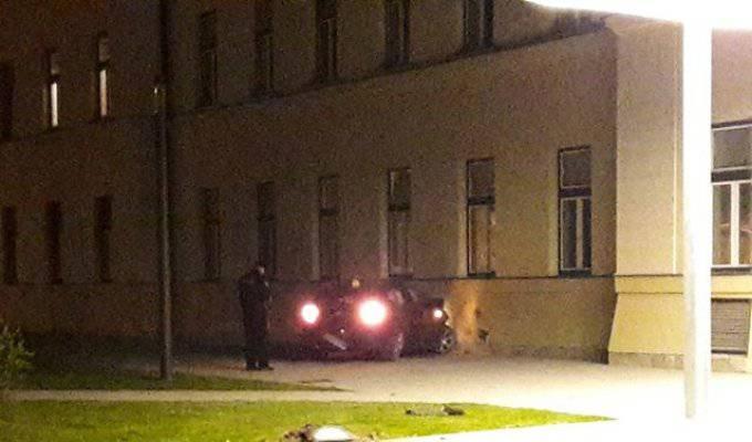 Bježao od policije, pokosio drvo pa se zaletio u studentski dom