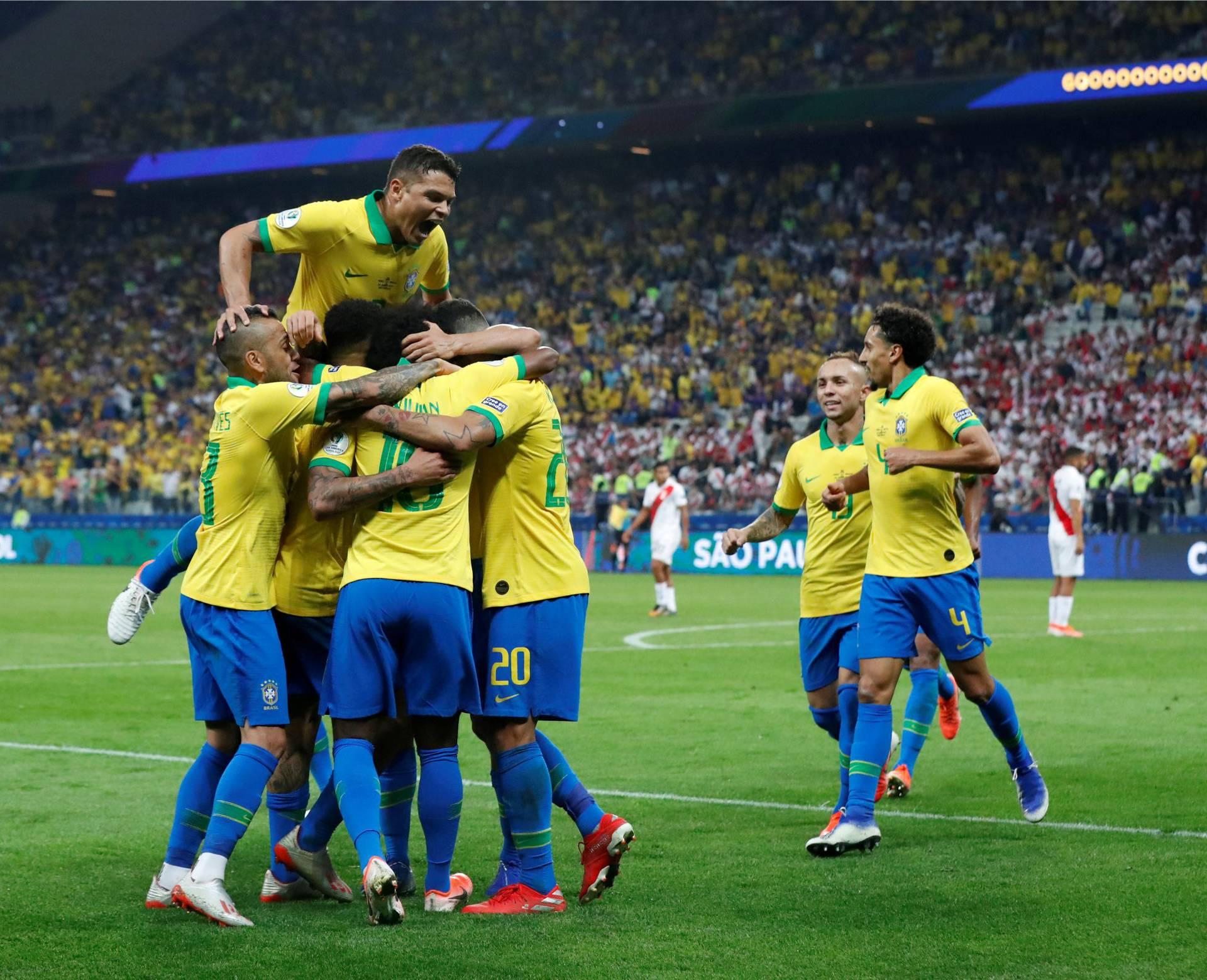 Pravi, moćni Brazil! 'Petarda' Peruu za četvrtfinale na Copi
