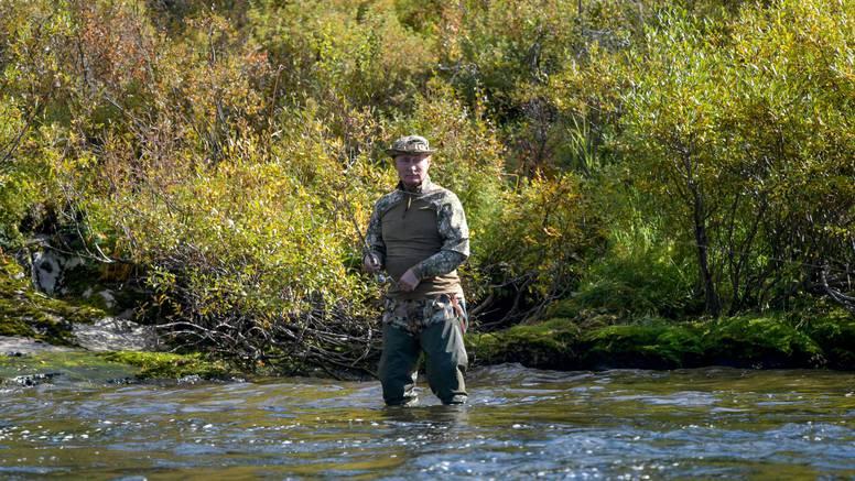 Putin odmara i lovi ribu u Sibiru