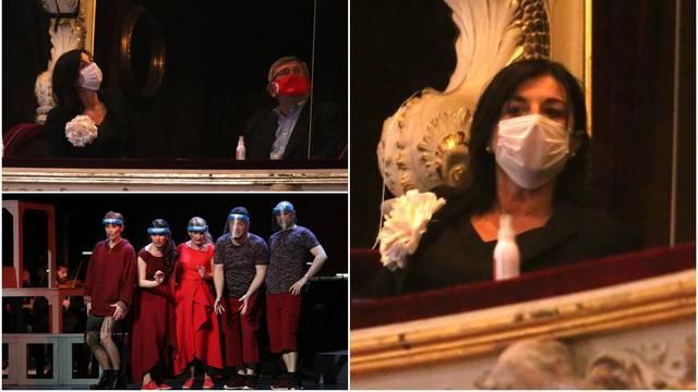 Sanja Milanović u elegantnom izdanju bila na premijeri opere