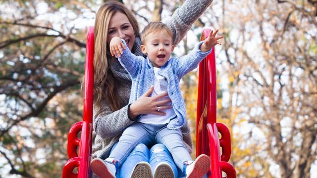 Ne spuštajte se niz tobogan s djetetom u krilu, nije bezazleno