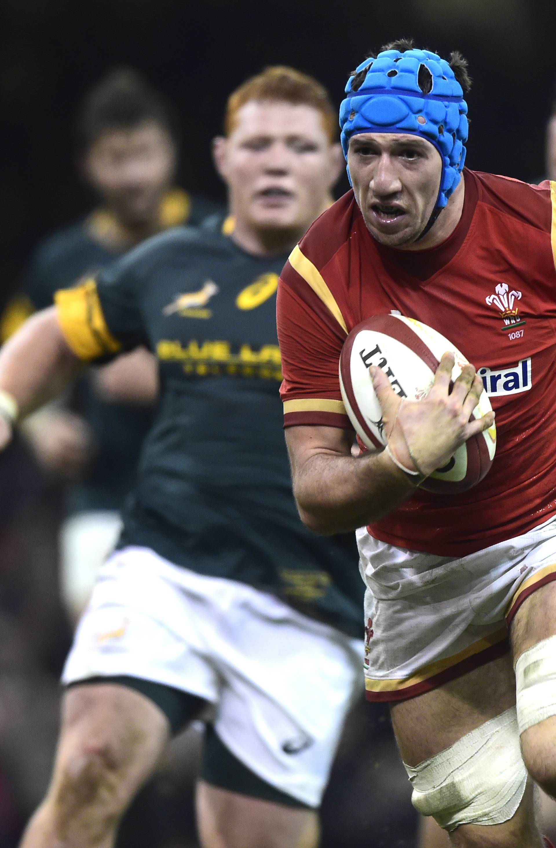 Wales' Justin Tipuric breaks through the South African defence to score a try