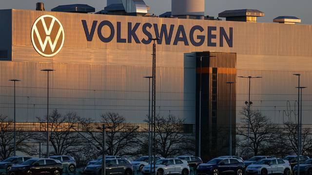 VW povlači 38 tisuća auta zbog problema s papučicom kočnice
