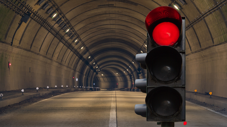 Izignorirao 63 crvena svjetla u tunelu: Prošao 17 kilometara pa shvatio da je tunel zatvoren