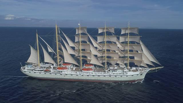 Najveći jedrenjak  plovi punim jedrima, splitski škverani slave