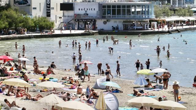 Split: Bačvice ponovno pune kupača nakon osvježenja za vikend