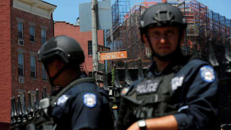 Uoči gay pridea policija uhitila muškarca s arsenalom oružja