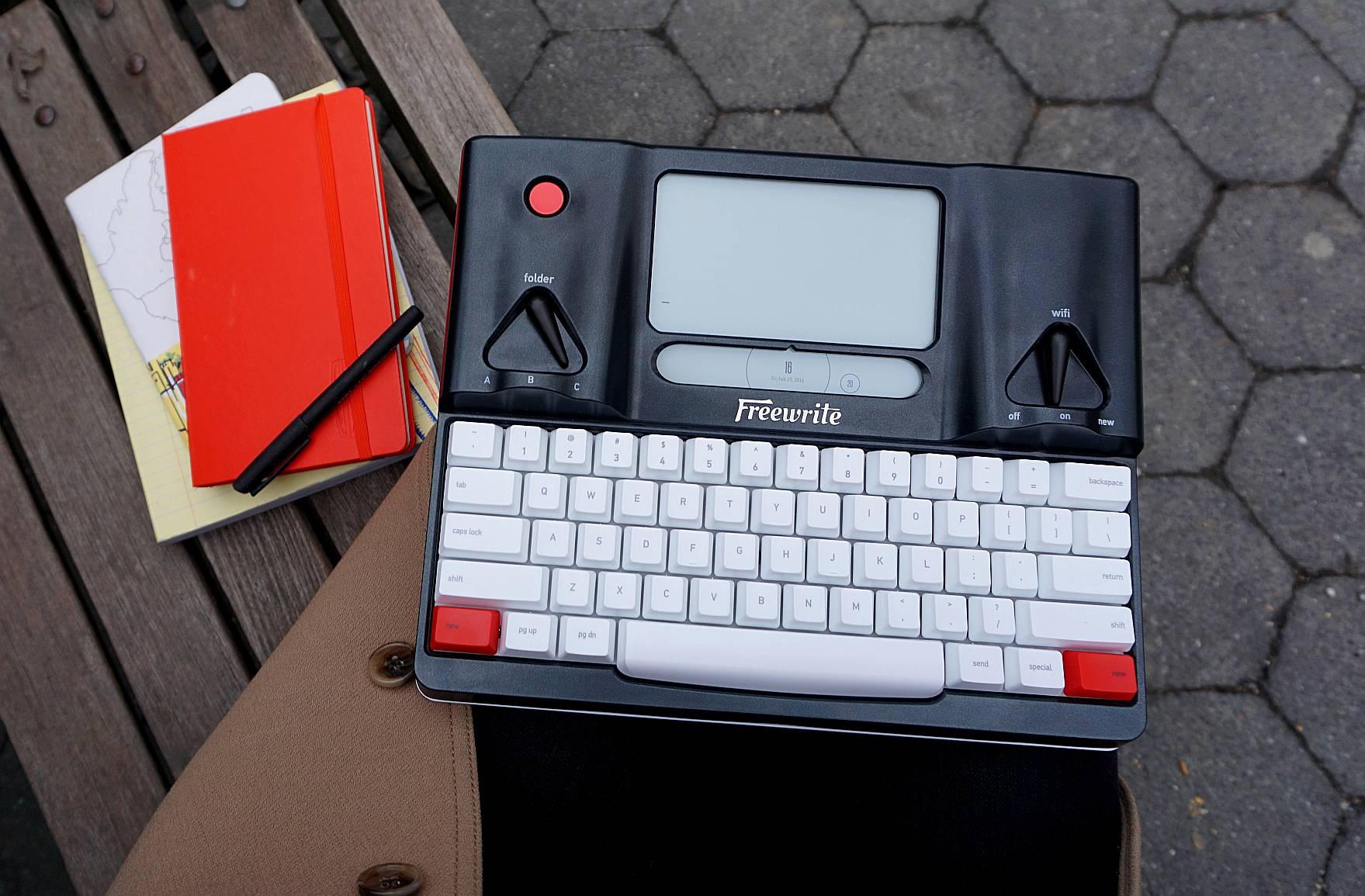 Uz prvi pametni pisaći stroj neće vas ometati ništa s weba