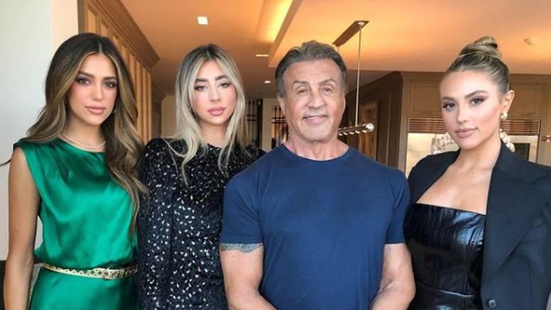 Stallone objavio fotografiju s kćerima: 'Zamisli da ti je otac Rambo i Rocky u isto vrijeme'