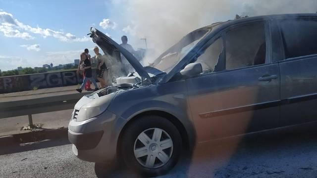 Gorio auto na mostu Mladosti