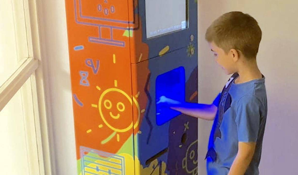 Škole ih već zovu: Splitski đaci robotičari složili beskontaktni uređaj za dezinfekciju ruku