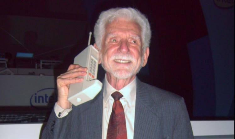 Mobiteli slave 45. rođendan, a kako je izgledao taj prvi poziv?