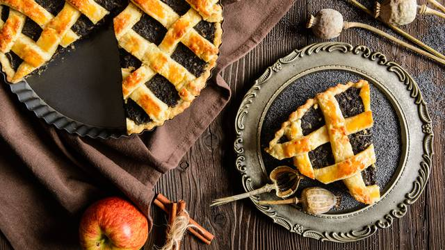 Rešetkasta pita - savršen spoj prhkog tjesta, maka i jabuka