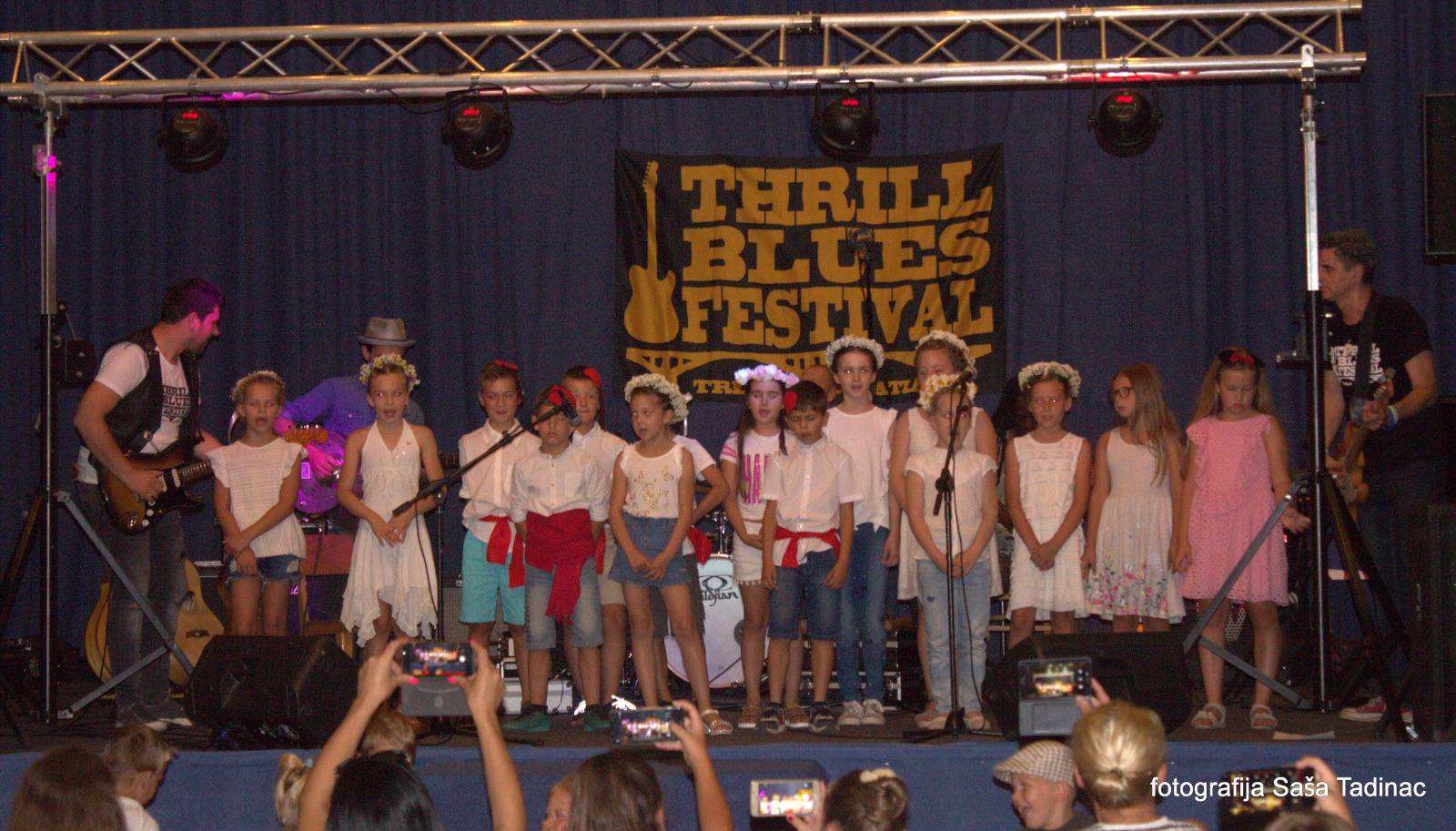 Djeca su pjevala 'Oj Cetino' i izradila darove za izvođače...
