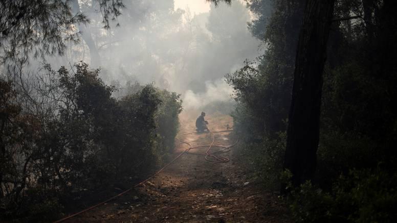 Jug Europe bori se s požarima, na sjeveru uklanjanju velike štete od poplava i obilnih kiša