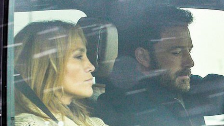 Nakon 17 godina opet zajedno? Ben Affleck i J.Lo uhvaćeni kako odlaze na romantično putovanje