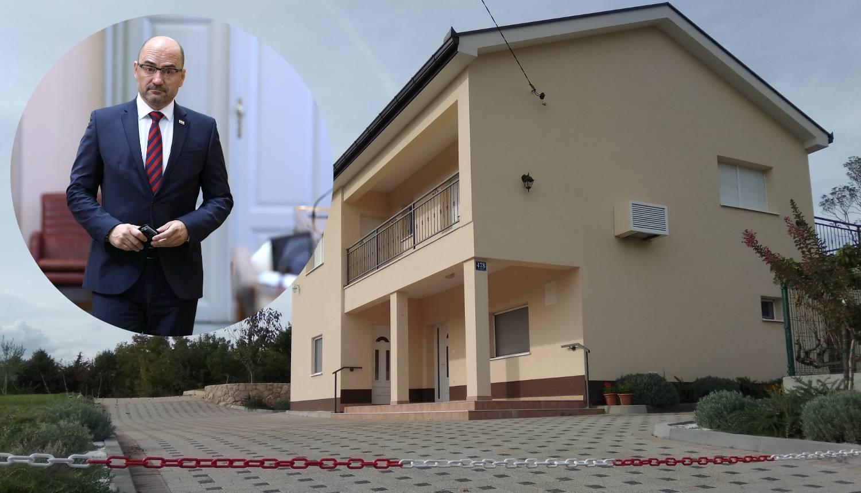 Vasini obiteljski dvori: Uredio kuću koju nije prijavio u kartici