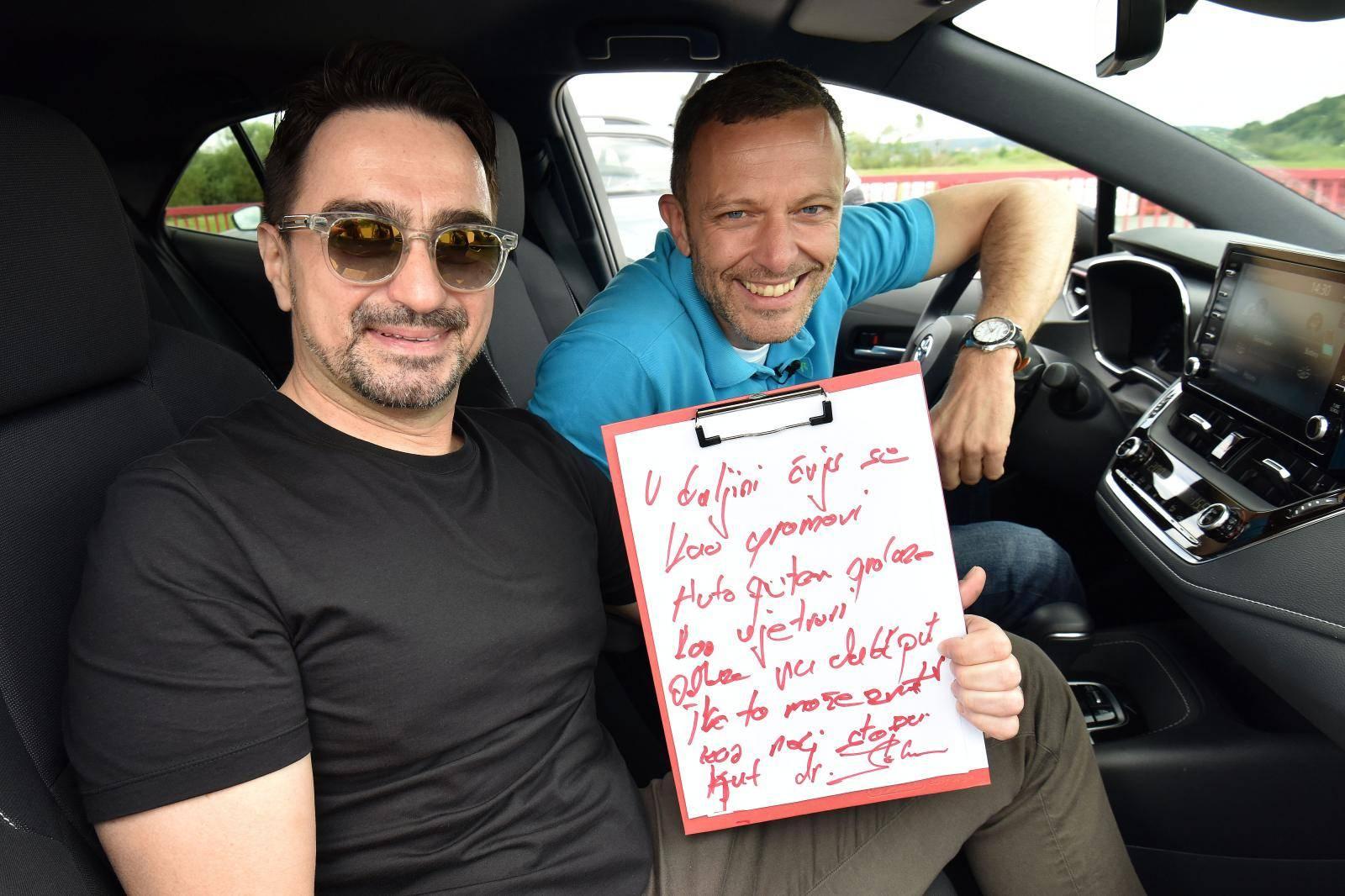 Juraj Šebalj izazvao Jolu u reli vožnji: 'Ajde, napiši mi pjesmu'