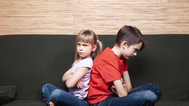 Riješite sukobe braće i sestara bez da netko bude povrijeđen