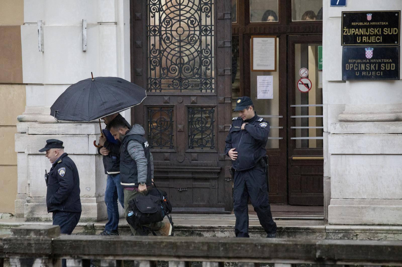 'Ozljede su jako teške, ranjeni policajac još je na intenzivnoj'