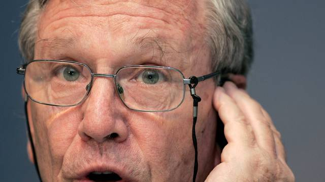 FILE PHOTO: Israeli novelist Amos Oz speaks during a news conference in Oviedo