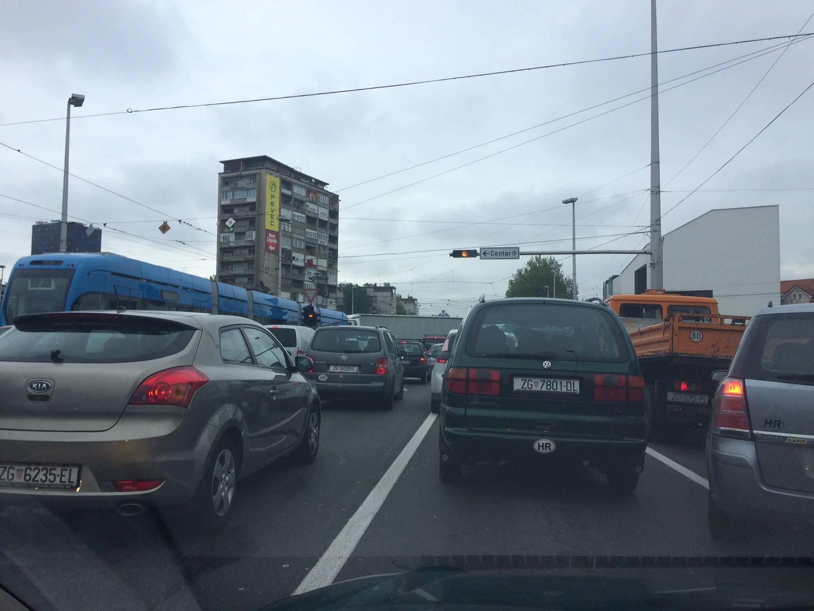 Prometni kolaps na križanju Držićeve i Vukovarske ulice