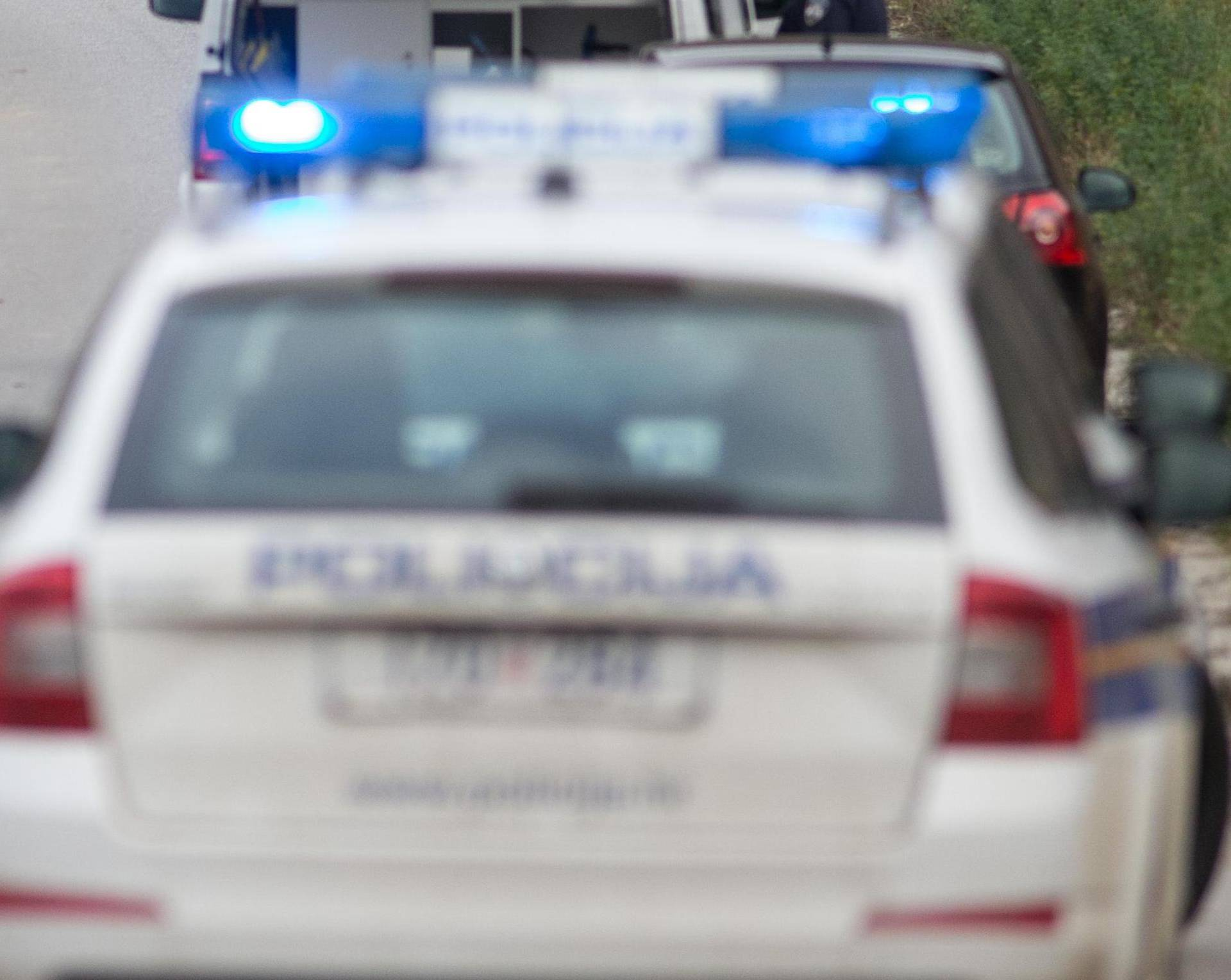 Divljao je autom po pješačkoj zoni pa onda ozlijedio policajca