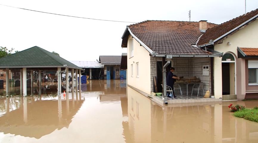 Dramatično u Srbiji: Zbog jake poplave evakuirali 159 ljudi