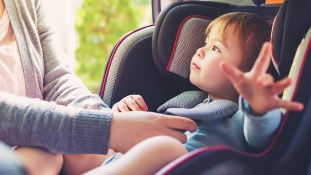 Top 8 razloga za autosjedalice: U vašim rukama nisu sigurni