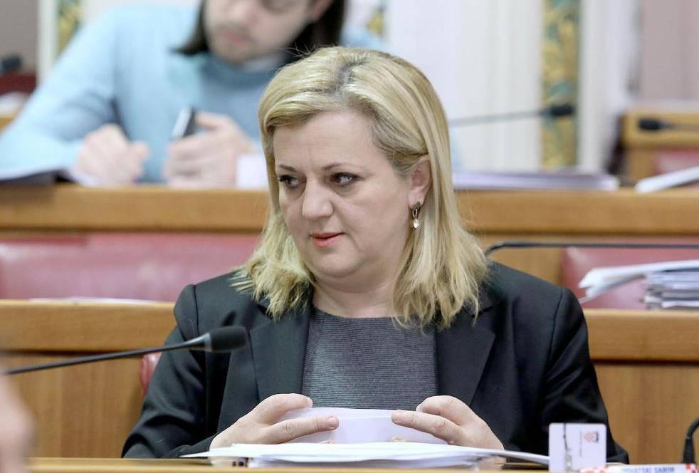 Albanska kandidatkinja u spotu koristi djecu: 'To je zabranjeno, makar imali privolu roditelja...'