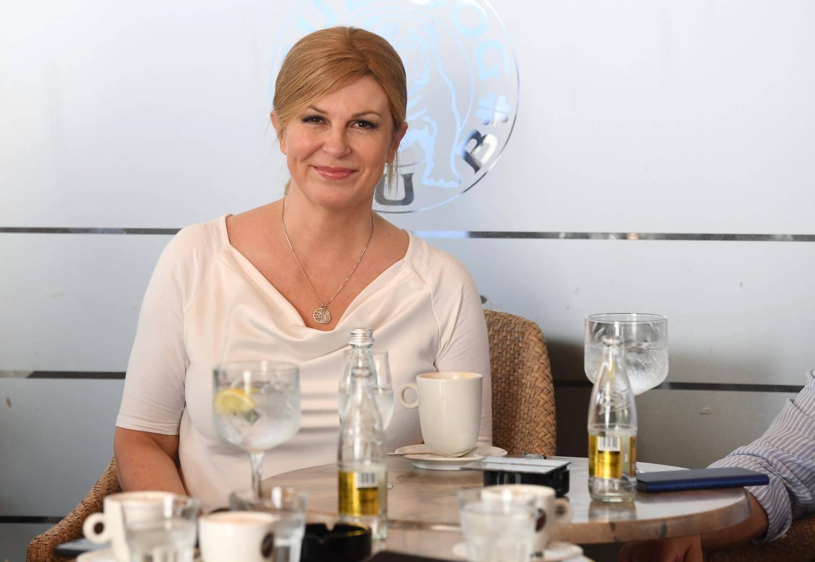 Zagreb: Bivša predsjednica Kolinda Grabar-Kitarović u društvu na kavi