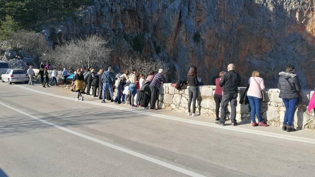 Najduži šank u Hrvatskoj: Prizor iz Imotskog hit na Facebooku