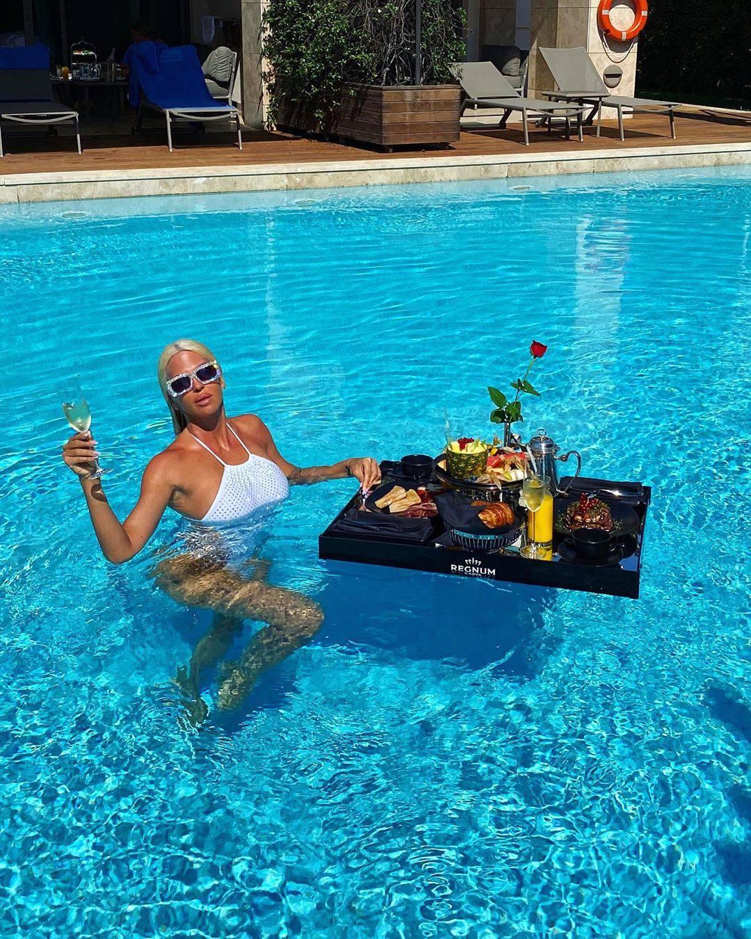 Karleuša je 'kraljica kupaćih': Svaki dan novi badić ide van