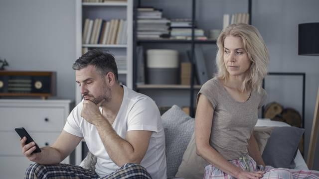 'Mislim da me suprug vara i da mu nije stalo do našeg braka'
