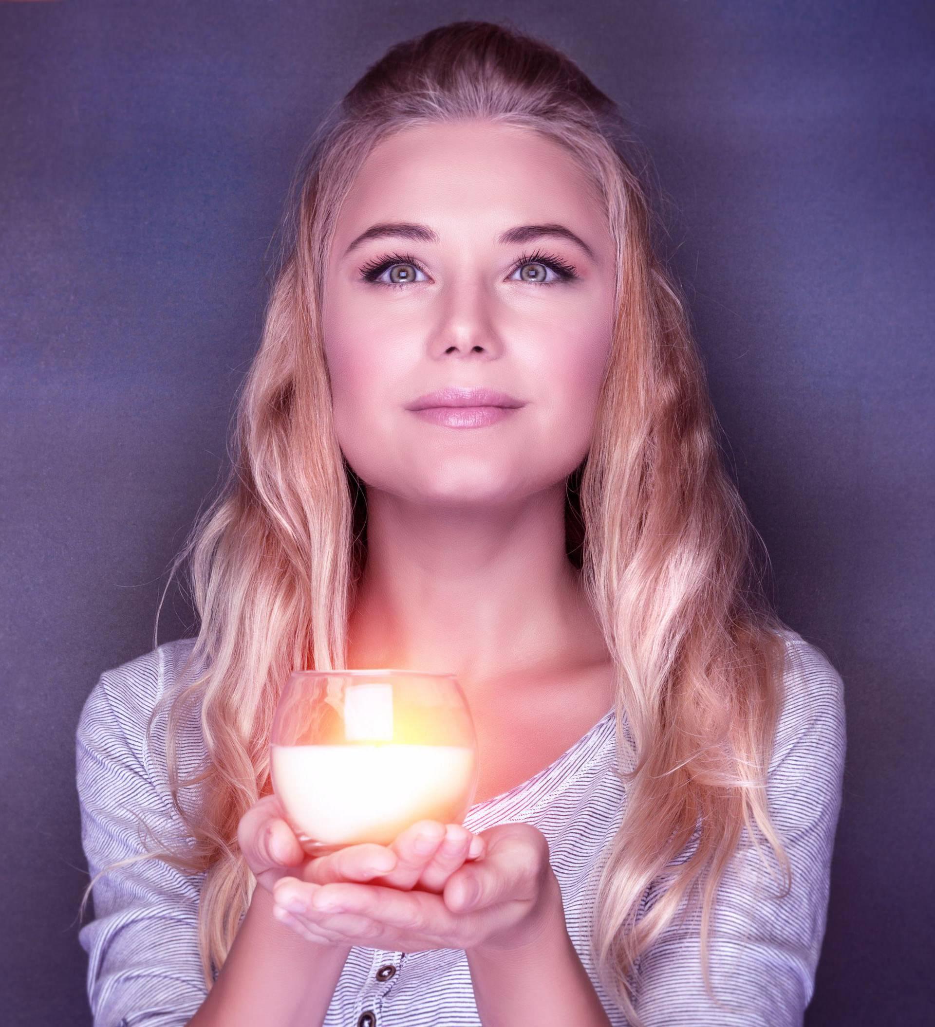 Magija svijeća: Uz bijelu svijeću povezujemo se  s preminulima