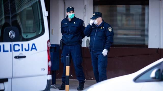 Racija u Osijeku: Devet ljudi je pod istragom zbog preprodaje droge, policija 'češlja' stanove