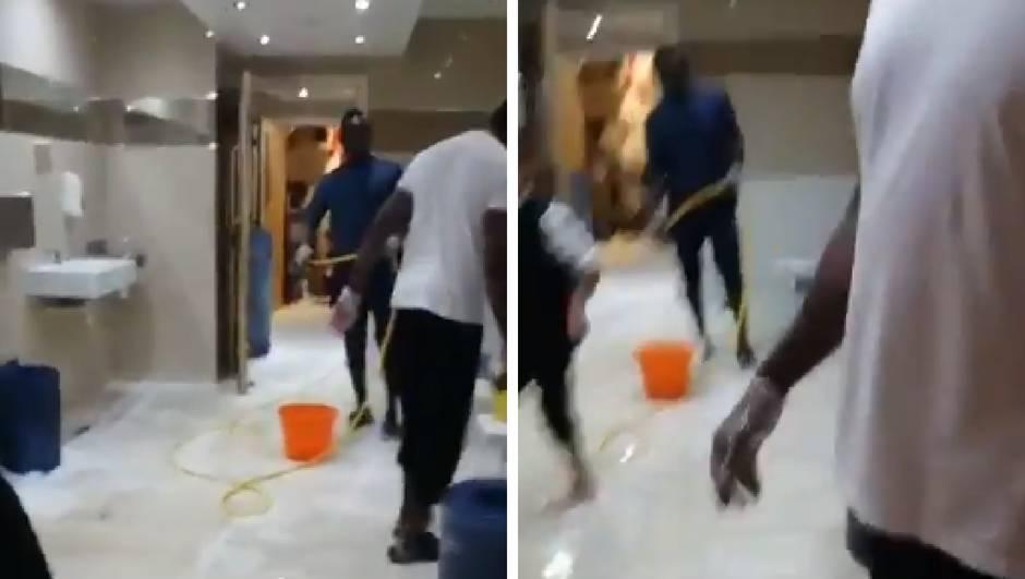 Skromni Mane nakon utakmice čisti toalet u lokalnoj džamiji...