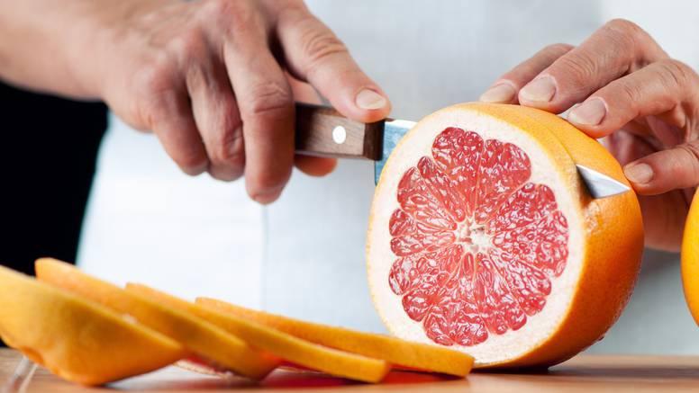Dok jedete masno pijte grejp - za petinu se manje deblja