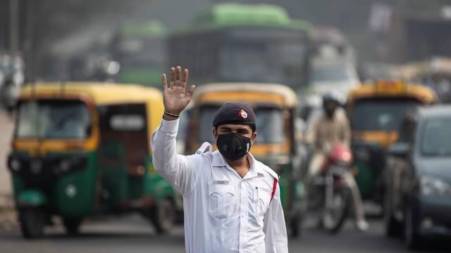 Toliko je zagađen zrak da New Delhi uvodi par-nepar vožnju