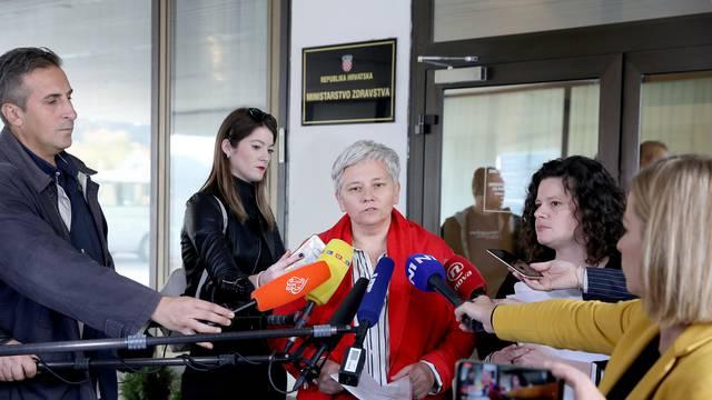 Zagreb: Ministarstvu zdravstva predana potresna svjedočanstva žena