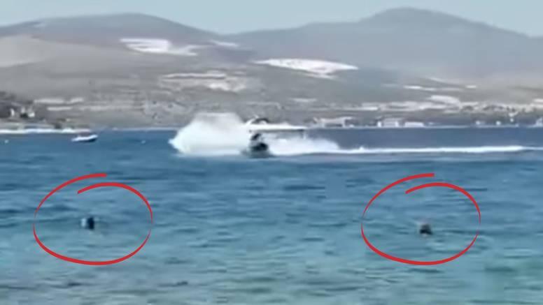 VIDEO Divljak na jet skiju kod Čiova glisira, a blizu kupači