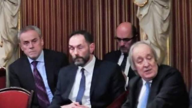 Ekipa iz svečane lože: Vaso, Bandić i državni odvjetnik