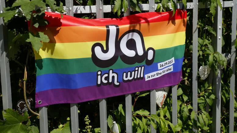 Švicarci legalizirali istospolne brakove na referendumu: 'Za' glasali i konzervativni kantoni