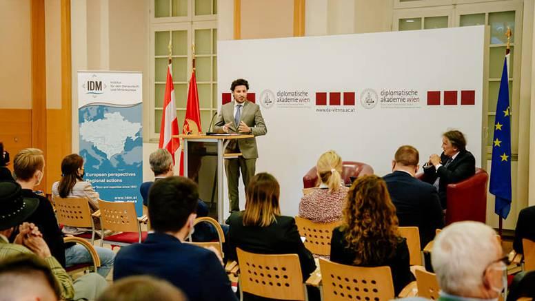 Dritan Abazović: Podržavajući loše političare ne možemo očekivati dobre rezultate