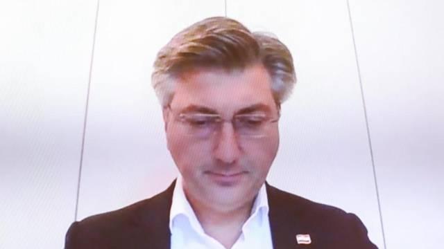 Zagreb: Vili Beroš nakon oporavka od COVID-19 na 22. sjednici Vlade RH u Banskim dvorima