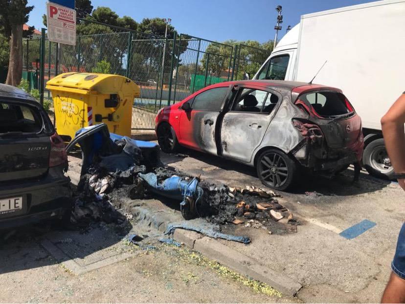 Na splitskim Firulama izgorio kontejner i dva parkirana auta