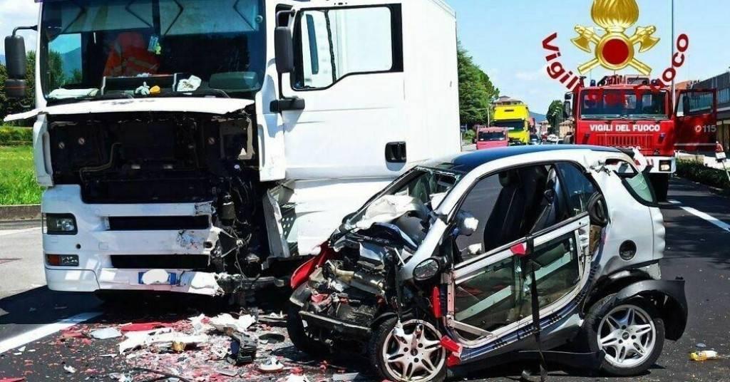 Mlada Hrvatica poginula u sudaru u Italiji: Rezali su lim da ih spase iz smrskanog auta!