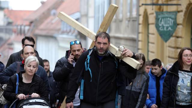 Zbog čega klerikalne udruge nisu podržale čovjeka s križem